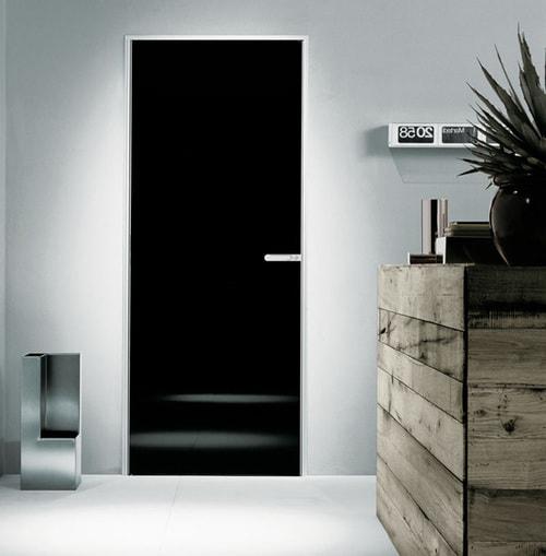 Почему стоит покрасить дверь в черный цвет: исследование